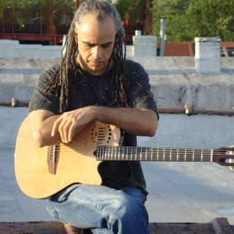 Mino-G-Guitar